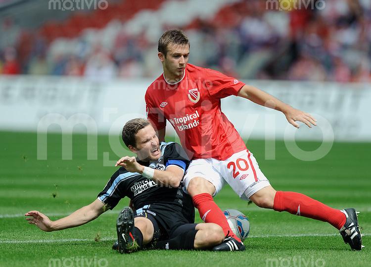 Fussball 2. Bundesliga Saison 2011/2012 3. Spieltag FC Energie Cottbus - TSV 1860 Muenchen V.l.: Benjamin LAUTH (1860) wird von Konstantin ENGEL (Cottbus) an der Strafraumgrenze zu Fall gebracht. Dafuer sah der Cottbuser die Rote Karte.