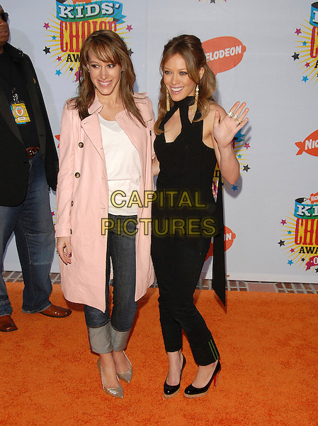 HAYLIE DUFF & HILARY DUFF.Arrivals at The Nickelodeon's 19th Annual Kids' Choice Awards held at UCLA's Pauley Pavilion in Westwood, California, USA, April 1st 2006..full length sisters hand waving black top trousers shoes Christian Louboutain red soles.Ref: DVS.www.capitalpictures.com.sales@capitalpictures.com.©Debbie VanStory/Capital Pictures