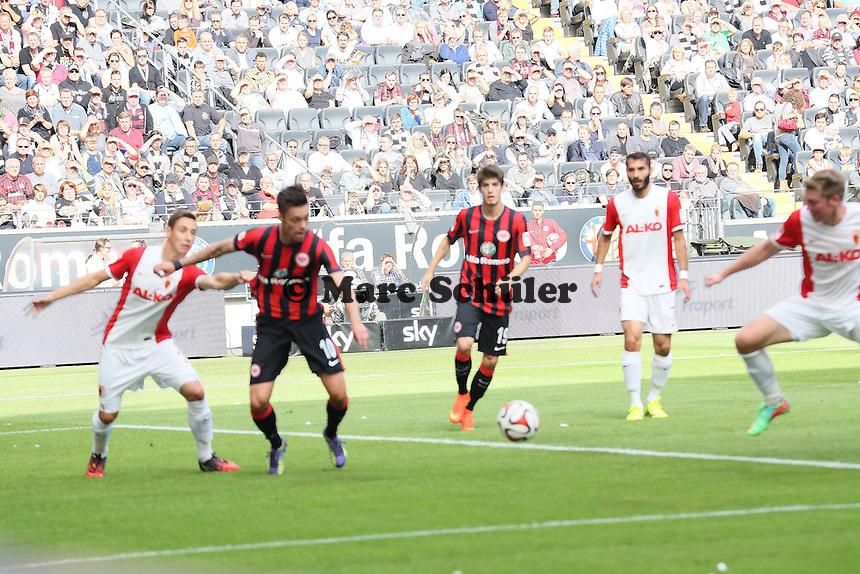 Vaclav Kadlec (Eintracht) wird gehalten, aber kein Elfmeter - Eintracht Frankfurt vs. FC Augsburg, Commerzbank Arena
