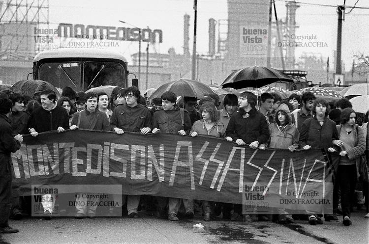 - Porto Marghera, manifestazione per la morte di tre operai nello stabilimento petrolchimico Montedison (marzo 1979)<br /> <br /> - Porto Marghera, demonstration for the dead  of three workers in the petrochemical plant Montedison (mars 1979)