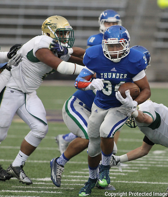 Mountain View running back Taj Albeckruns for a 29-yard gain in the second quarter against Auburn in the 2015 Emerald City Kickoff Classic at Husky Stadium  in Seattle. Jim Bryant for The Columbian.