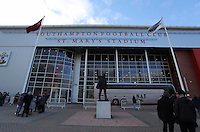 Pictured: Statue of Ted Bates MBE outside St Mary's Ground Sunday 01 February 2015<br />