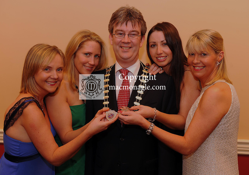 Mayor of Killarney Patrick O'Donoghue  with Stephanie O'Callaghan, Deirdre Quinn O'Doherty, Lynn O'Neill and Aileen O'Doherty and  at the Mayor's Bash for Charity at the INEC Killarney on Monday night<br />