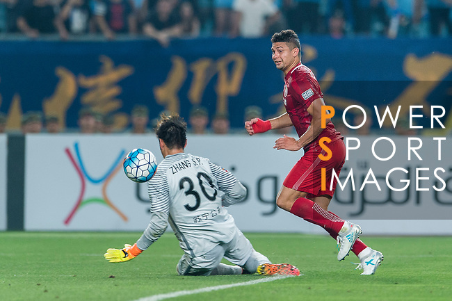 Shanghai FC Forward Elkeson De Oliveira Cardoso (R) scoring his goal during the AFC Champions League 2017 Round of 16 match between Jiangsu FC (CHN) vs Shanghai SIPG FC (CHN) at the Nanjing Olympic Stadium on 31 May 2017 in Nanjing, China. Photo by Marcio Rodrigo Machado / Power Sport Images