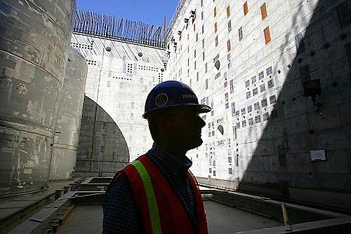 John Eschenberg near the new construction of massive concrete and rebar structure for the pretreatment facility at the Hanford Site outside of Richland, WA. on Tuesday Aug. 29, 2006. The Energy Department is having problems with a massive treatment facility to clean up 57 million gallons of radioactive sludge at a former nuclear weapons facility. Eschenberg is the manager of the construction program much of which is current shut down..Photo by Kevin P. Casey for the Los Angeles Times