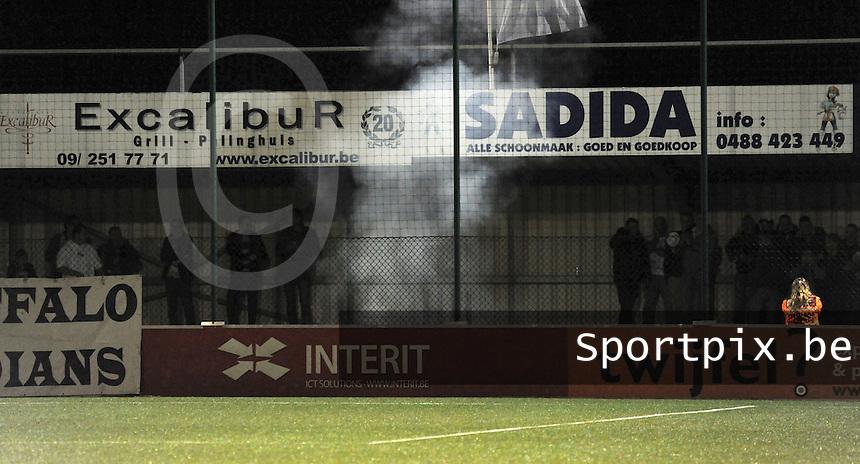 AA Gent dames - Club Brugge dames :<br /> bommetjes in het vak van de Buffalo supporters zorgden voor de nodige commotie<br /> foto Dirk / Nikonpro.be