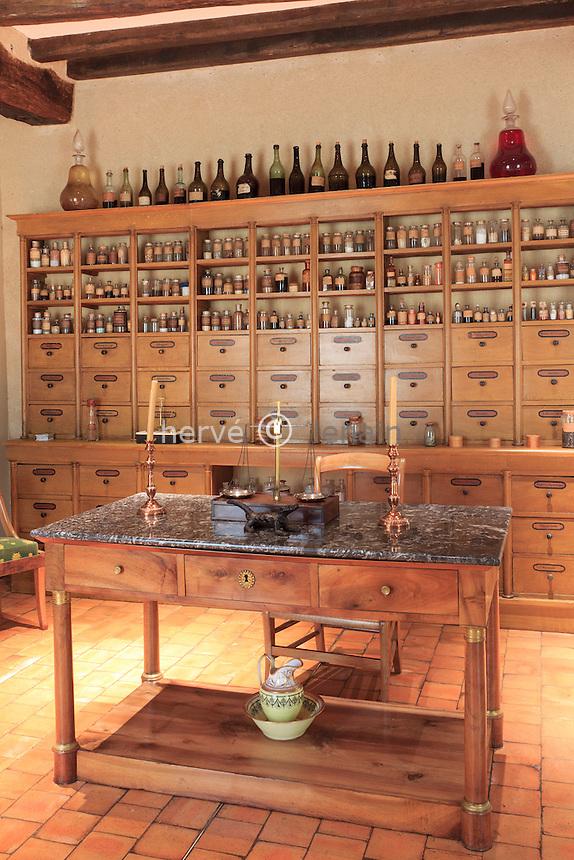 France, Indre (36), Issoudun, Le musée de l'Hospice Saint-Roch, boutique de pharmacie, début du XIXe siècle // France, Indre, Issoudun,  Museum of the Hospice Saint Roch, shop pharmacy, early nineteenth century
