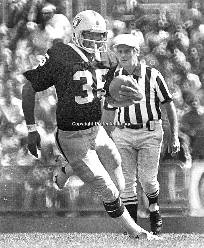 Oakland Raider back Terry Robiskie...(1977 photo/Ron Riesterer)