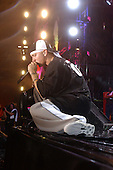 EMINEM (HOT 97 SUMMER JAM  - GIANTS STADIUM  06/04/2003)