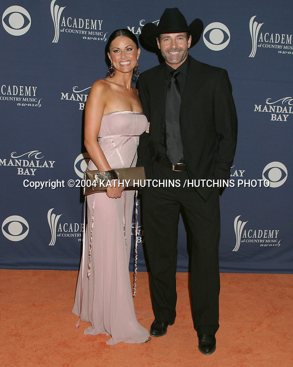 """©2004 KATHY HUTCHINS /HUTCHINS PHOTO.39TH ACADEMY OF COUNTRY MUSIC AWARDS.MAY 26, 2004.LAS VEGAS, CA..ESTELLA GARDINIR .AND HER DATE FROM .""""TRICK PONY"""""""