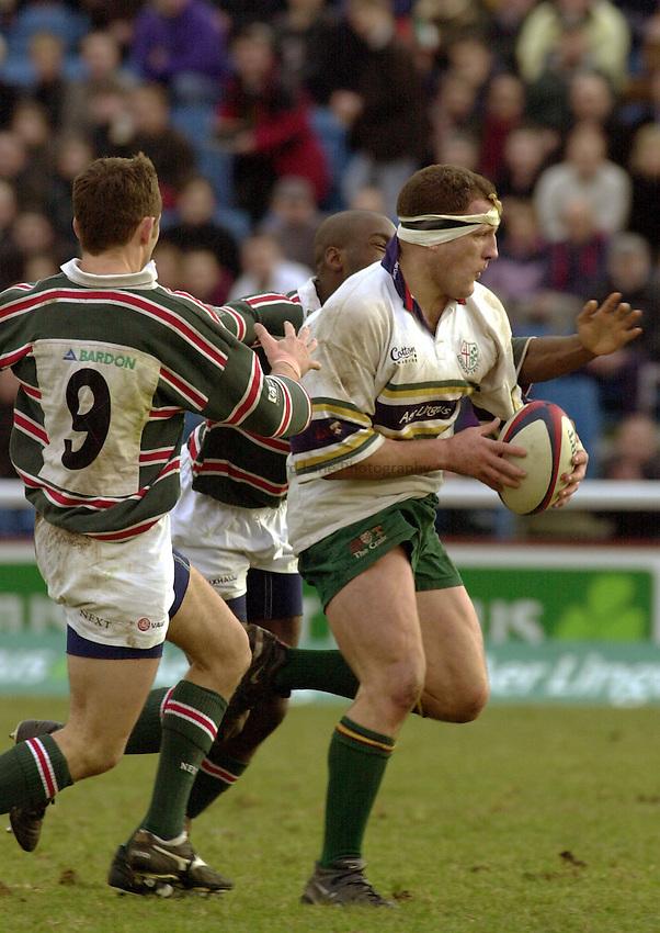 Photo:Ken Brown.29.1.2000 London Irish v Leicester.Richard Kirke on a run past Hamilton and Ezulike