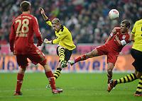 FUSSBALL   1. BUNDESLIGA  SAISON 2012/2013   15. Spieltag FC Bayern Muenchen - Borussia Dortmund     01.12.2012 Philipp Lahm (re, FC Bayern Muenchen)  gegen Marco Reuss (Borussia Dortmund)