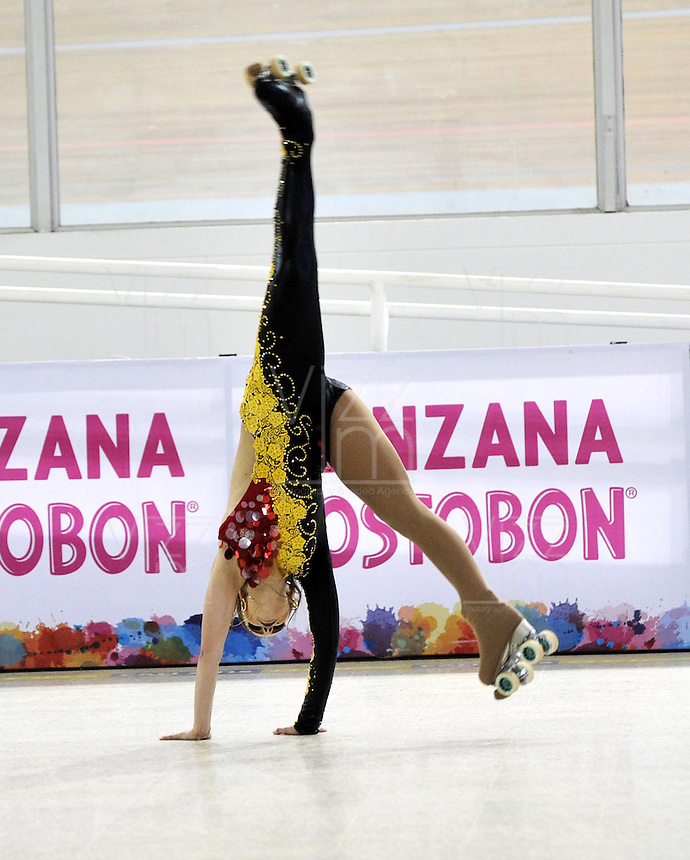 CALI – COLOMBIA – 21 – 09 – 2015: Bianca Ameixeiro, deportista de Brasil, durante la prueba de Solo Danza Juvenil Damas en el LX Campeonato Mundial de Patinaje Artistico, en el Velodromo Alcides Nieto Patiño de la ciudad de Cali. / Bianca Ameixeiro, sportwoman from Brazil, during the Compulsory Solo Dance Junior Ladies test, in the LX World Championships Figure Skating, at the Alcides Nieto Patiño Velodrome in Cali City. Photo: VizzorImage / Luis Ramirez / Staff.