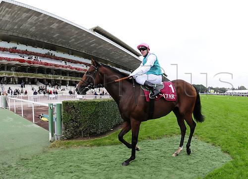 06.10.2012. Longchamps Racecourse, France.  Gregory Benoist  Qatar Prix  Longchamp  Course