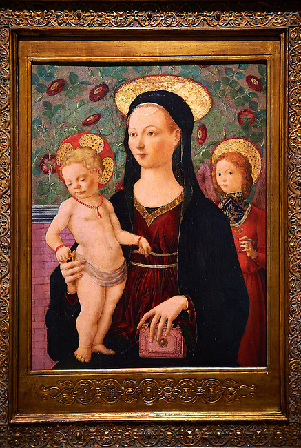 Gothic altarpiece of Madonna and Child possibly by Francesco del Cossa of Ferrara, circa 1460, tempera and gold leaf on wood.  National Museum of Catalan Art, Barcelona, Spain, inv no: MNAC  64971.