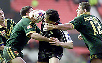Picture by Shaun Flannery\SWpix.com - 25/11/00 - Rugby League World Cup Final 2000 - Australia v New Zealand, Old Trafford, Manchester, England - New Zealand's Tonie Carroll feels the hand of Australia's Bryan Fletcher.