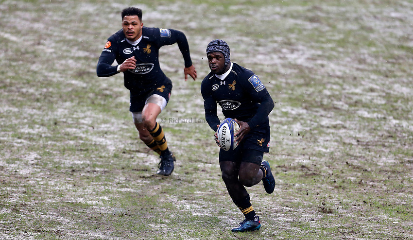 Photo: Richard Lane/Richard Lane Photography. Wasps v Ulster Rugby.  European Rugby Champions Cup. 21/01/2018. Wasps' Christian Wade attacks with Juan De Jongh in support.