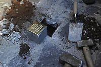 Roma 9 Gennaio 2012..Via Urbana.Memorie d'Inciampo a Roma..L'abitazione di don Pietro Pappagallo, sacerdote ucciso alle fosse ardeatine..Sampietrini rivestiti d'una placca d'ottone lucente incastonati a terra di fronte ai portoni di deportati e vittime del nazismo. L'idea è dell'artista tedesco Gunther Demnig nell'ambito del progetto «Memorie d'Inciampo a Roma» che prevede in vari Municipi il posizionamento di pietre , ciascuna dedicata ad un deportato per ragioni razziali, politiche e militari, di fronte alle loro abitazioni..Covered cobblestones of a shiny brass plaque embedded in the ground in front of the gates of deportees and victims of Nazism. The artist Gunther Demnig provides in various municipalities placement of stones, each dedicated to a deported for racial, political and military, in front of their houses.