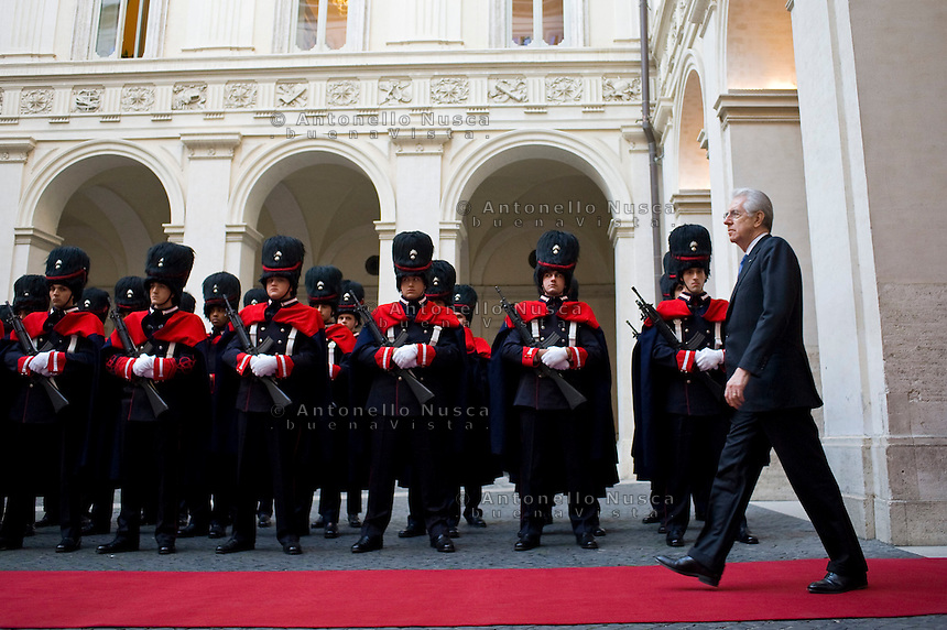 Mario Monti incontra a Palazzo Chigi il Presidente dell'Afghanistan Hamid Karzai..Italian Prime Minister Mario Monti attends a meeting with Afghan President Hamid Karzai to sign a bilateral agreement on cooperation and partnership, at Palazzo Chigi in Rome.