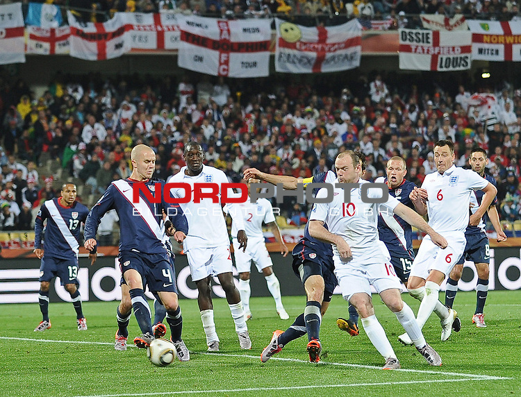 12.06.2010, Royal Bafokeng Stadium, Rustenburg, RSA, FIFA WM 2010, England (ENG) vs USA (USA), im Bild Wayne Rooney of England is held up by the USA defence,  Foto: nph /    Mark Atkins *** Local Caption *** Fotos sind ohne vorherigen schriftliche Zustimmung ausschliesslich f&uuml;r redaktionelle Publikationszwecke zu verwenden.<br /> <br /> Auf Anfrage in hoeherer Qualitaet/Aufloesung