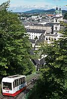 Oesterreich, Salzburger Land, Stadt Salzburg: Festungsbahn zur Festung Hohensalzburg oberhalb der Altstadt | Austria, Salzburger Land, Salzburg: cable car to fortress Hohensalzburg