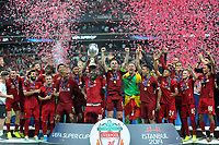 Liverpool s team poses with the trophy after winning the UEFA SUPER CUP 2019 match between Liverpool and Chelsea at Vodafone Park in Istanbul , Turkey on August 14 , 2019. PUBLICATIONxNOTxINxTUR<br /> Foto Imago/Insidefoto