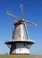 De Oranjemolen is een korenmolen en voormalige pelmolen aan de Oranjedijk in Vlissingen.