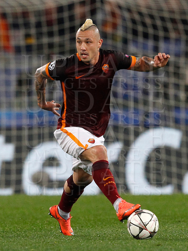 Calcio, andata degli ottavi di finale di Champions League: Roma vs Real Madrid. Roma, stadio Olimpico, 17 febbraio 2016.<br /> Roma's Radja Nainggolan in action during the first leg round of 16 Champions League football match between Roma and Real Madrid, at Rome's Olympic stadium, 17 February 2016.<br /> UPDATE IMAGES PRESS/Riccardo De Luca
