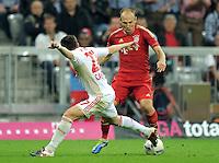 FUSSBALL   1. BUNDESLIGA  SAISON 2011/2012   7. Spieltag FC Bayern Muenchen - Bayer 04 Leverkusen          24.09.2011 Gonzalo Castro (li, Bayer 04 Leverkusen) gegen Arjen Robben (FC Bayern Muenchen)