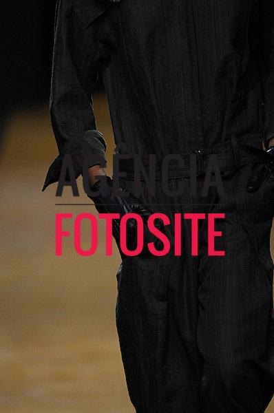 Sao Paulo, Brasil – 29/01/2007 - Detalhes do desfile de Huis Clos durante o São Paulo Fashion Week  -  Inverno 2007. Foto : Marcelo Soubhia / Agência Fotosite