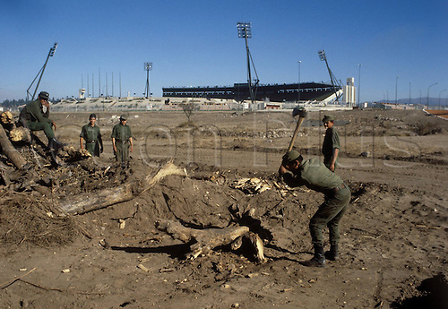 20.05.1978 Argentinian soldiers working on the surrounds of the Toren des Stadions von Cordoba; to be used in 1 week for the 1978 world cup finals