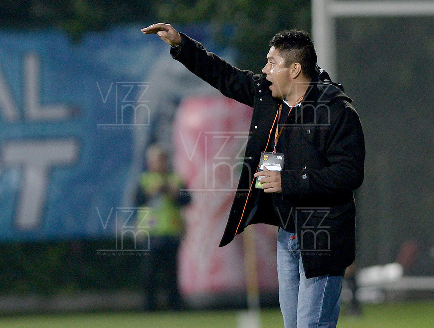 BOGOTÁ -COLOMBIA, 15-03-2014. Wilson Gutierrrez  técnico de Chico gesticula durante partido contra Equidad válido por la fecha 11 de la Liga Postobón I 2014 2014 jugado en el estadio Metropolitano de Techo de la ciudad de Bogotá./ Independiente Santa Fe coach Wilson Gutierrez gestures during match against Equidad for the 11th date of the Postobon  League I 2014 played at Metropolitano de Techo stadium in Bogotá city. Photo: VizzorImage/ Gabriel Aponte / Staff