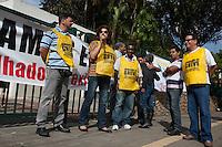 SAO PAULO, 05 DE JUNHO DE 2012. GREVE NA CETESB. Os funcionarios da secretaria do meio ambiente e cetesb entraram em greve nesta segunda feira por melhores salarios. FOTO; ADRIANA SPACA - BRAZIL PHOTO PRESS
