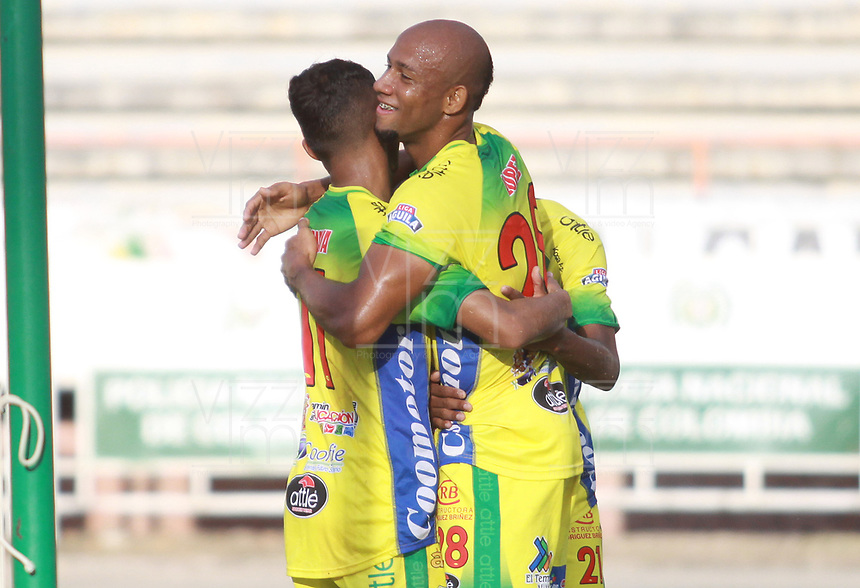 NEIVA - COLOMBIA, 06-10-2018: Edwar Lopez (Der) jugador del Atlético Huila celebra con Andres Amaya despues de anotar el segundo gol de su equipo a Alianza Petrolera durante partido por la fecha 13 de la Liga Águila II 2018 jugado en el estadio Guillermo Plazas Alcid de la ciudad de Neiva. / Edwar Lopez (R) player of Atletico Huila celebrates with Andres Amaya after scoring the second goal o his team to Alianza Petrolera during the match for the date 13 of the Liga Aguila II 2018 played at the Guillermo Plazas Alcid Stadium in Neiva  city. Photo: VizzorImage / Sergio Reyes / Contribuidor.