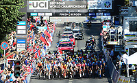 Picture by Simon Wilkinson/SWpix.com - 23/09/2017 - Cycling UCI 2017 Road World Championships Bergen Norway - Road Race <br /> Women Elite/Femmes Elite<br /> Peloton crowds fans spectators bergen city centre roll out start finish