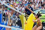 26.08.2017, Hamburg, Stadion Am Rothenbaum<br />Beachvolleyball, World Tour Finals<br /><br />Block Agatha Bednarczuk (#1 BRA) - Angriff Kira Walkenhorst (#2 GER)<br /><br />  Foto © nordphoto / Kurth