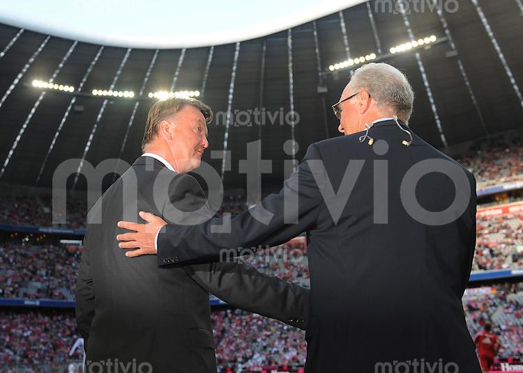 FUSSBALL     1. BUNDESLIGA     SAISON 2009/2010     29.08.2009 4 . Spieltag : FC Bayern Muenchen - VfL Wolfsburg Louis van Gaal (Trainer FCB links), Franz Beckenbauer (Praesident FCB rechts) beim Shakehands vor dem Spiel