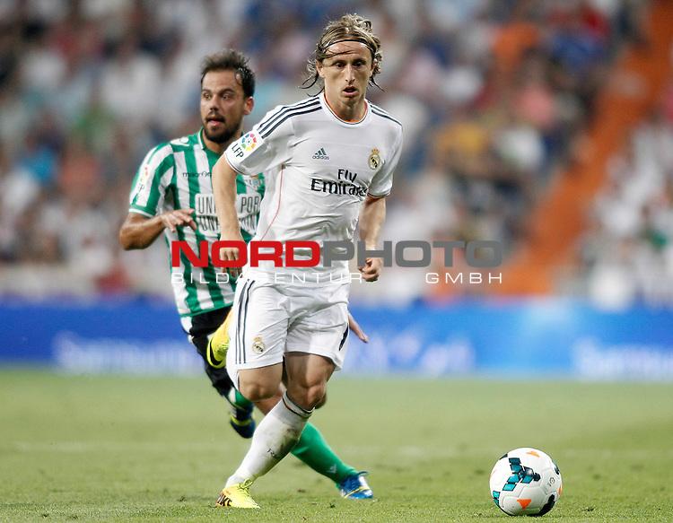 Real Madrid's Luka Modric (r) and Betis' Javier Matilla during La Liga match.August 18,2013. Foto © nph / Acero)
