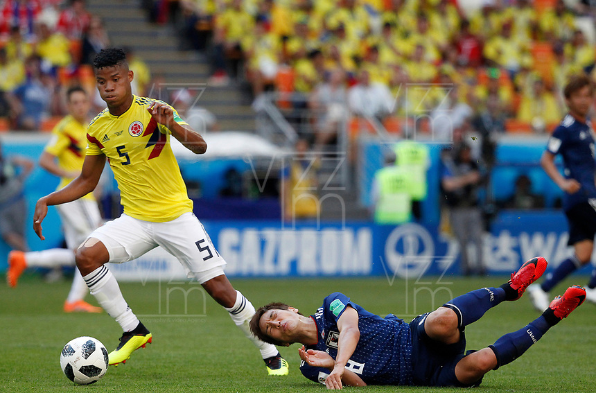 SARANSK - RUSIA, 19-06-2018: Wilmar BARRIOS (Izq) jugador de Colombia disputa el balón con Genki HARAGUCHI (Der) jugador de Japón durante partido de la primera fase, Grupo H, por la Copa Mundial de la FIFA Rusia 2018 jugado en el estadio Mordovia Arena en Saransk, Rusia. /  Wilmar BARRIOS (L) player of Colombia fights the ball with Genki HARAGUCHI (R) player of Japan during match of the first phase, Group H, for the FIFA World Cup Russia 2018 played at Mordovia Arena stadium in Saransk, Russia. Photo: VizzorImage / Julian Medina / Cont