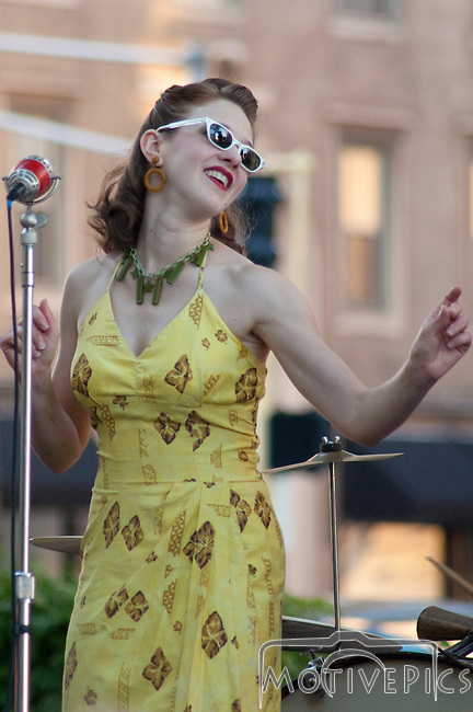 Miss Jubilee and the Humdingers at Grand Center, August 26th, 2011. More music and St. Louis Scene photos at MotivePics.com