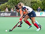HUIZEN  -   Amber Folmer (HUI) met Robine Koerts (Gro)  , hoofdklasse competitiewedstrijd hockey dames, Huizen-Groningen (1-1)   COPYRIGHT  KOEN SUYK