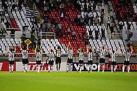 ATENCAO EDITOR: FOTO EMBARGADA PARA VEÍCULOS INTERNACIONAIS. - RIO DE JANEIRO, RJ, 26 DE SETEMBRO DE 2012 - CAMPEONATO BRASILEIRO - FLAMENGO X ATLETICO MG - Jogadores do Atletico MG cumprimentam sua torcida, antes da partida contra o Flamengo, pela 14a rodada do Campeonato Brasileiro, no Stadium Rio (Engenhao), na cidade do Rio de Janeiro, nesta quarta, 26. FOTO BRUNO TURANO BRAZIL PHOTO PRESS