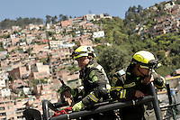 BOGOTÁ -COLOMBIA -28-01-2013. Miembros del grupo de Rescate de la Policía Nacional de Colombia se alistan para continuar con la busqueda de Jairo Díaz Vergara, patrullero de la Policia Metropolitana de Bogotá, quien desapareció el día de ayer en un sector marginal del nororiente de la ciudad llamado Villa Nidia./ Member of  Rescue group of National Police of Colombia are ready to continue the search of Jairo Díaz Vergara, Bogotá Police Patrolman, who disappeared yesterday in a marginal place of the northeast of the city called Villa Nidia.   Photo: VizzorImage/STR