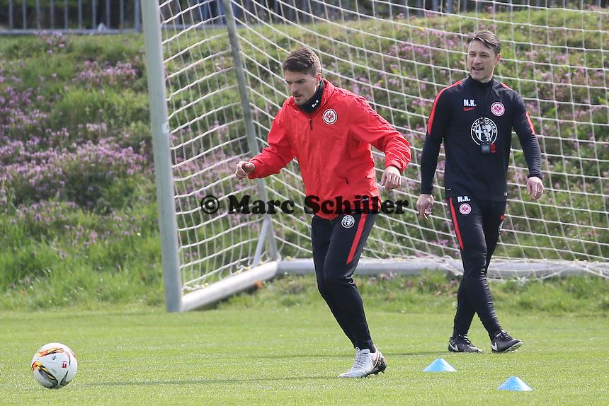 Trainer Niko Kovac mit Aleksandar Ignjovski - Eintracht Frankfurt Training, Commerzbank Arena