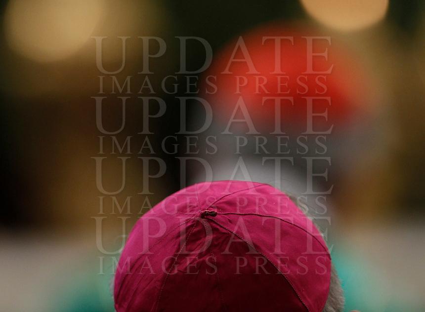 Vescovi prendono parte alla messa celebrata da Papa Francesco per l'apertura del Sinodo, nella Basilica di San Pietro, Citta' del Vaticano, 4 ottobre 2015.<br /> Bishops attend a mass celebrated by Pope Francis for the opening of the Synod in St. Peter's Basilica at the Vatican, 4 October 2015. <br /> UPDATE IMAGES PRESS/Isabella Bonotto<br /> <br /> STRICTLY ONLY FOR EDITORIAL USE