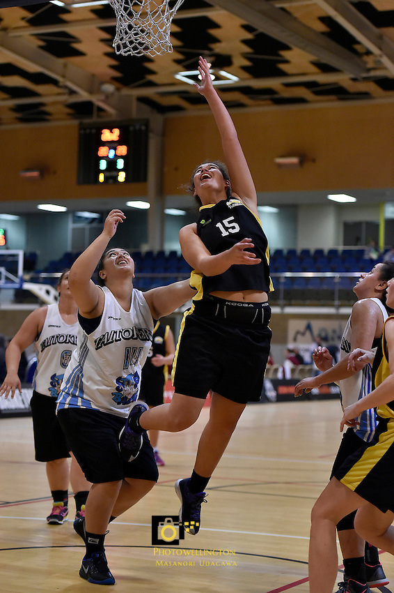Briana Latavao in action during the WBC - Te Tai Takerau Pheonix v Taranaki Thunder at Te Rauparaha Arena, Porirua, New Zealand on Friday 5 June 2015.<br />