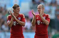 Fussball 1. Bundesliga :  Saison   2012/2013   1. Spieltag  25.08.2012 SpVgg Greuther Fuerth - FC Bayern Muenchen Toni Kroos  mit Arjen Robben (v.li., FC Bayern Muenchen)