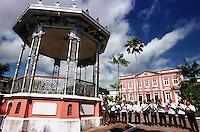 Vista do coreto, da banda municipal e ao fundo a prefeitura da cidade.<br />Bragança-Pará-Brasil07/2000<br />©Foto: Paulo Santos/ Interfoto<br />Negativo Cor 135 Fc16 Nº 8410 T4 F27200 dpi/ 30 cm