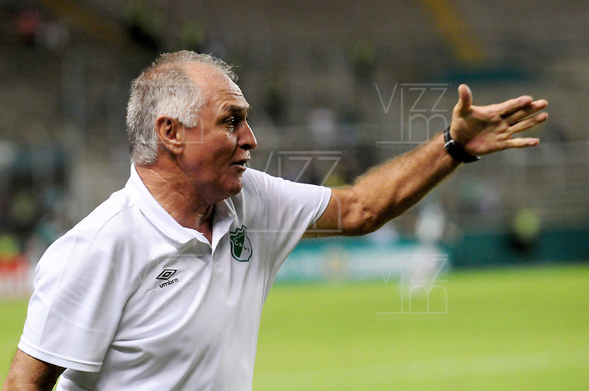 PALMIRA -COLOMBIA-14-04-2016. Fernando Castro técnico del Deportivo Cali de Colombia durante partido con Bolívar de Bolivia por la fecha 5, G3, de la Copa Bridgestone Libertadores 2016 jugado en el estadio Palmaseca de la ciudad de Palmira. / Fernando Castro coach of Deportivo Cali de Colombia during the match against Bolivar de Bolivia during a match for the date 5, G3, of the Copa Bridgestone Libertadores 2016 played at Palmaseca stadium in Palmira city.  Photo: VizzorImage/ NR /Cont