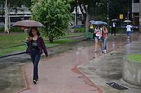 RIO DE JANEIRO-06/06/2012-CLIMA TEMPO-RJ- O dia amanheceu com chuve,movimentacao na Praca Afonso Pena na Tijuca Zona Norte do Rio.Foto:Marcelo Fonseca-Brazil Photo Press